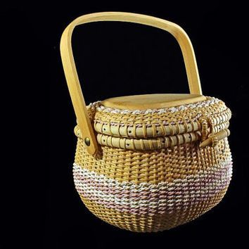 Vintage Small Woven Sewing Basket With Lid and Handle