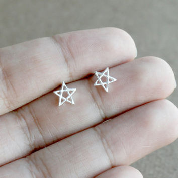 Star stud earring / Sterling Silver Star stud / Star Cartilage / Star Stud / Tiny Earring / Tiny star stud / Cartilage Stud / Star earrings
