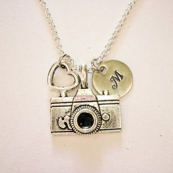 Personalized Camera Necklace, photography necklace, camera necklace, photographer gift, camera jewelry, photography jewelry, initia