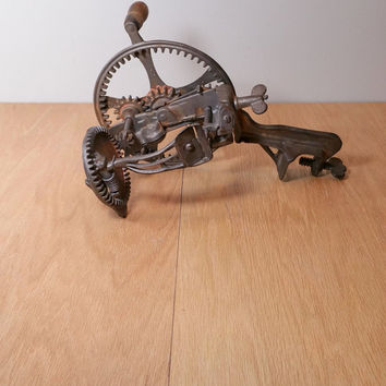 Rustic Country Kitchen Antique Farmhouse Chic Vintage Kitchen Decor Antique Peeler Cast Iron Rusty Gizmo with Handle and Gears