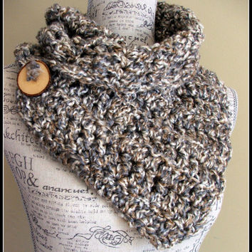 Crochet Scarf. Infinity Scarf. Infinity Cowl. Cowl. Scarf. Chunky.Wood button cowl.