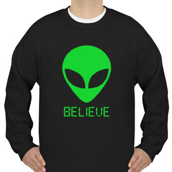 Alien Believe 90's Sweater - UFO Martian Crewneck Sweatshirt Black Gildan - BEL-SB