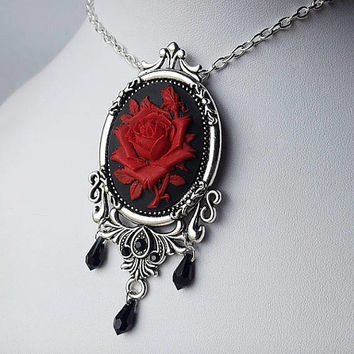 Sweetheart Gothic Rose Pendant Necklace