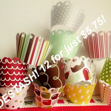 Christmas cupcake wrappers, ready to ship, destash, 12 liners, on sale, southernscrappn