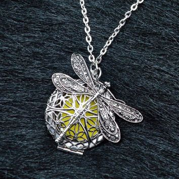 Dragonfly Charm Aromatherapy Diffusing with 25mm Locket Pendant Necklace