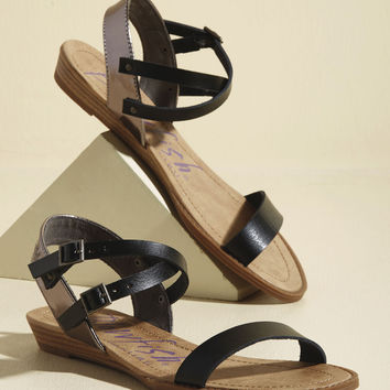 It's a Dune Deal Sandal in Black | Mod Retro Vintage Sandals | ModCloth.com