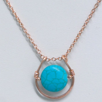 Handmade hammered loop U horseshoe necklace pendant. Turquoise howlite. Copper
