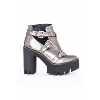 Missguided - Danni Cleated Sole Buckle Boots Holographic