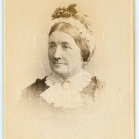 CDV Carte de Visite Photo Victorian Middle Aged Woman, Lace Collar, Bonnet Portrait - Mortimer Field & Sons of Maidstone Kent - Antique