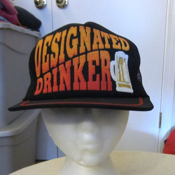 Vintage Amazing 70s DESIGNATED DRINKER SNAPBACK Funny Raised Graphic One Size Trucker Style Hat