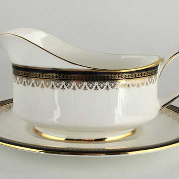 Royal Albert Clarence Gravy boat & under plate