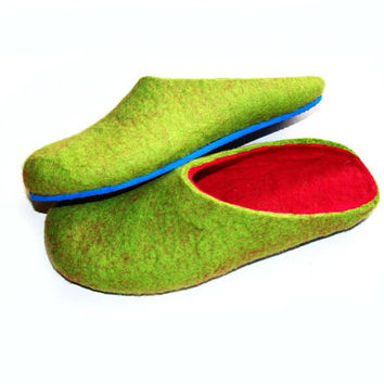 Best Seller - Green and Pink Slippers - Felted Slippers - Wool Clogs - Minimalist Shoes - House Shoes - Cold Feet - Rubber Soles Slippers