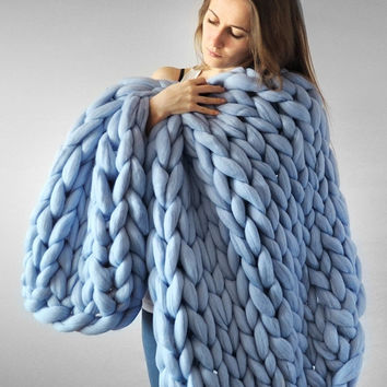 Summer Sale -25% Grande punto. Super chunky Medium blanket 32*32 inches. Sunrise color. Chunky knit blanket. Cozy blanket. Merino wool.