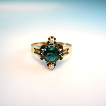 Antique Victorian Ring. Rose Cut Emerald Green Tourmaline & Seed Pearl. 1800s 9K Gold Jewelry. Size 8.