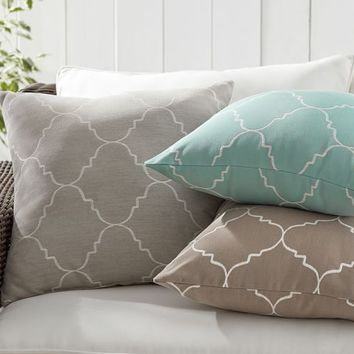SUNBRELLA® TRELLIS REVERSIBLE JACQUARD INDOOR/OUTDOOR PILLOW