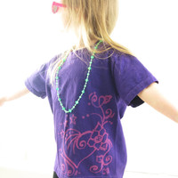 "Girls pURple t-shirt with BLEACHED hEaRts and Flowers pattern, Adult size small, ""LOVE"""
