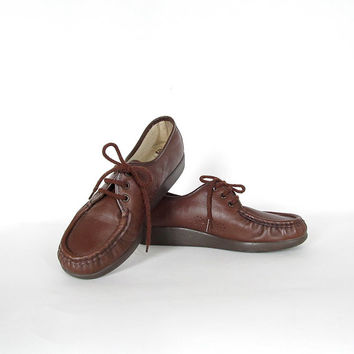 Vintage SAS Shoes . Size 7 1/2 Lace Up Loafers in Deep Brown Leather