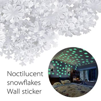 50PC Snowflake Wall Stickers Kids Bedroom Fluorescent Glow In The Dark Snowflake Wall Stickers Christmas Window Decoration Decal