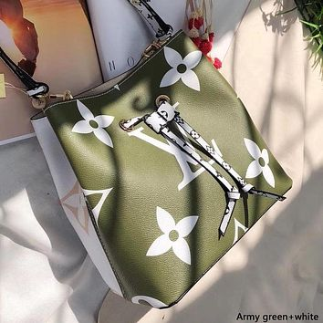 LV 2019 new female models double-sided color matching clutch bag handbag shoulder bag Messenger bag Army green+white