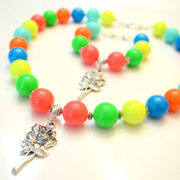 Large Rainbow Beaded Jewellery Set, Summer Multi-colour Necklace and Bracelet, Brutal Beaded Necklace and Bracelet with Rose Pendant