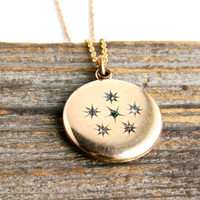 Antique Rhinestone Star Pendant Necklace - Victorian Gold Filled Round Locket Shaped Jewelry / Emerald Green Galaxy