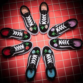 vans£ºEmbroidered rose casual shoes