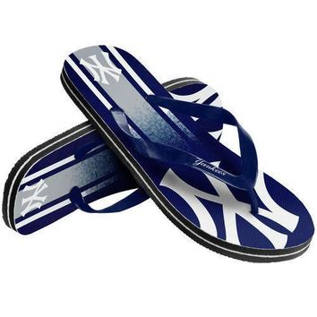 MLN New York Yankees Unisex Gradient Thongs Flip Flops Sandals Baseball