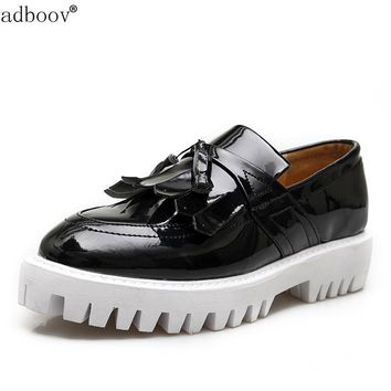 Man retro hollow carved flat platform skidproof sole glossy patent leather tassel style leisure shoes mens black brown flatform