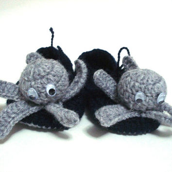 baby boy shoes Grey octopus Baby Booties, halloween devil-fish baby shoes navy blue grey baby booties, crochet baby shoes, baby shower gifts