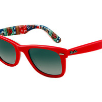 Look who's looking at this new Ray-Ban Original Wayfarer Rare Prints