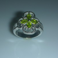 Peridot Four Leaf Clover Cubic Zirconia Ladies Fashion Ring Size 6
