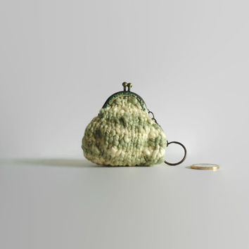 Coin Purse Knitted in Cream and Green Cotton - Key Chain, Change Purse, Hand Knitted, Gifts Under 20, Kiss Lock, Pouch, Metal Frame