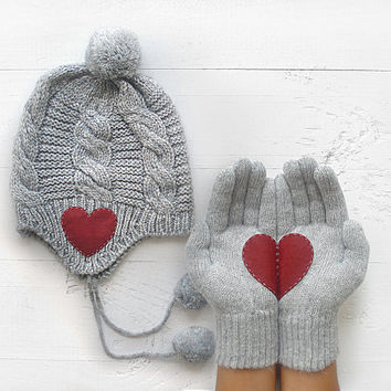 CHRISTMAS Gift, SPECIAL PRICE Hat Gloves Sets, Heart Gloves, Pompom Hat, Gray Gloves, Gray Hat, Grey, Xmas Gift, Holiday Gift, Gifts For Her