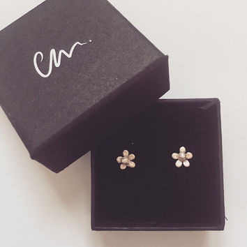 Flower sterling silver stud earrings small