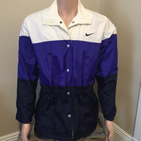 Vintage Nike Windbreaker // Womens light weight jacket // Nike Swoosh retro logo // Womens size Small // Nike track jacket // Nike Bomber