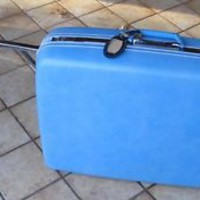 Vintage Samsonite Silhouette suitcase blue with keys