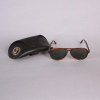 Vintage 80s RAY-BAN Sunglasses / 1980s Men's Brown VAGABOND 56mm Sunglasses with Case