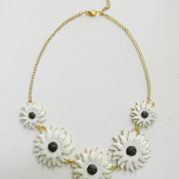 ViNtAgE Style White & Gold Black Eyed Susan / Daisy FlOwErS Statement BIB Necklace