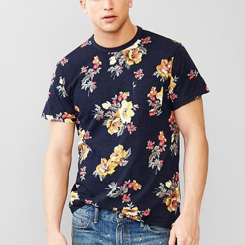 Gap Men Lived In Floral Pocket T Shirt
