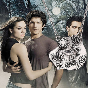 Teen Wolf pendant necklace Allison Argent wolf