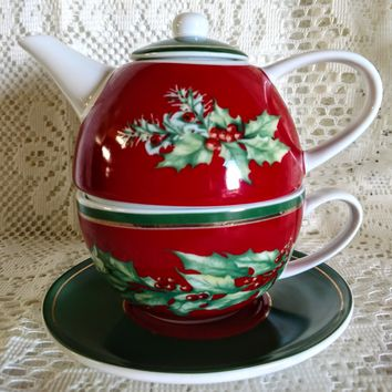 Red and Garland Christmas Porcelain Tea For One with Saucer - Only 1 Available!