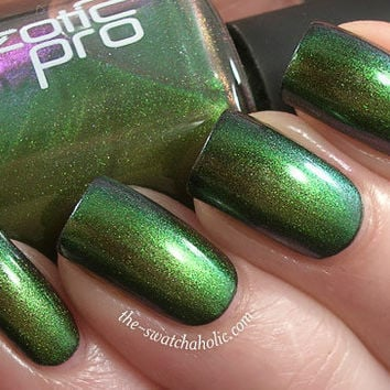Nails of the day Ozotic Pro 503 Rainforest multichrome layering | The Swatchaholic . a blog about nail polish and makeup