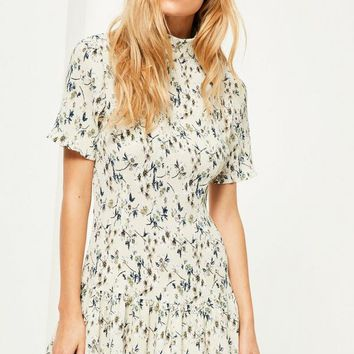 Missguided - Petite Exclusive Cream Pleated Floral Print Dress