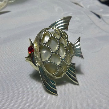 Pearlized Lucite Fish Brooch Pin Faux Pearl Cabochon Red Glass Eye 1970's Costume Jewelry Faux Pearlized Abalone Shell Jewellery Sealife