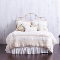 CREAMY QUEEN BEDDING  -  Soft Rosettes .. Retro Macrame