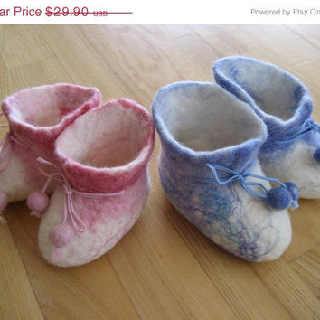 SALE Felt baby children booties, shoes, slippers, made of wool to order. Gift under 30.