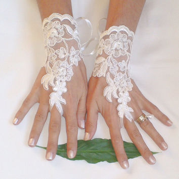 Wedding gloves Ivory free ship lace gloves unique gloves wedding off cuff wedding gown french lace bridal gloves cuff ivory wedding lace