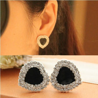 NT0152 Black heart-shaped diamond earrings flash