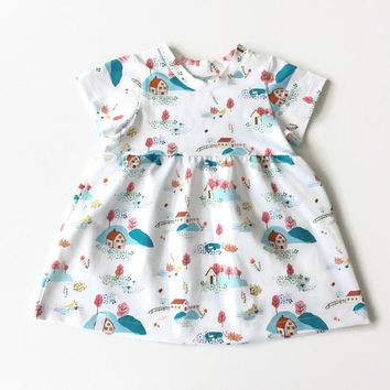 Girls dress with short sleeves. Summer dress. White jersey fabric with farms and trees. Toddler dress, skater dress