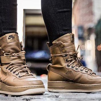 DCCKIJ2 Nike Special Forces Air Force 1 High 857872-200 Boots Brown